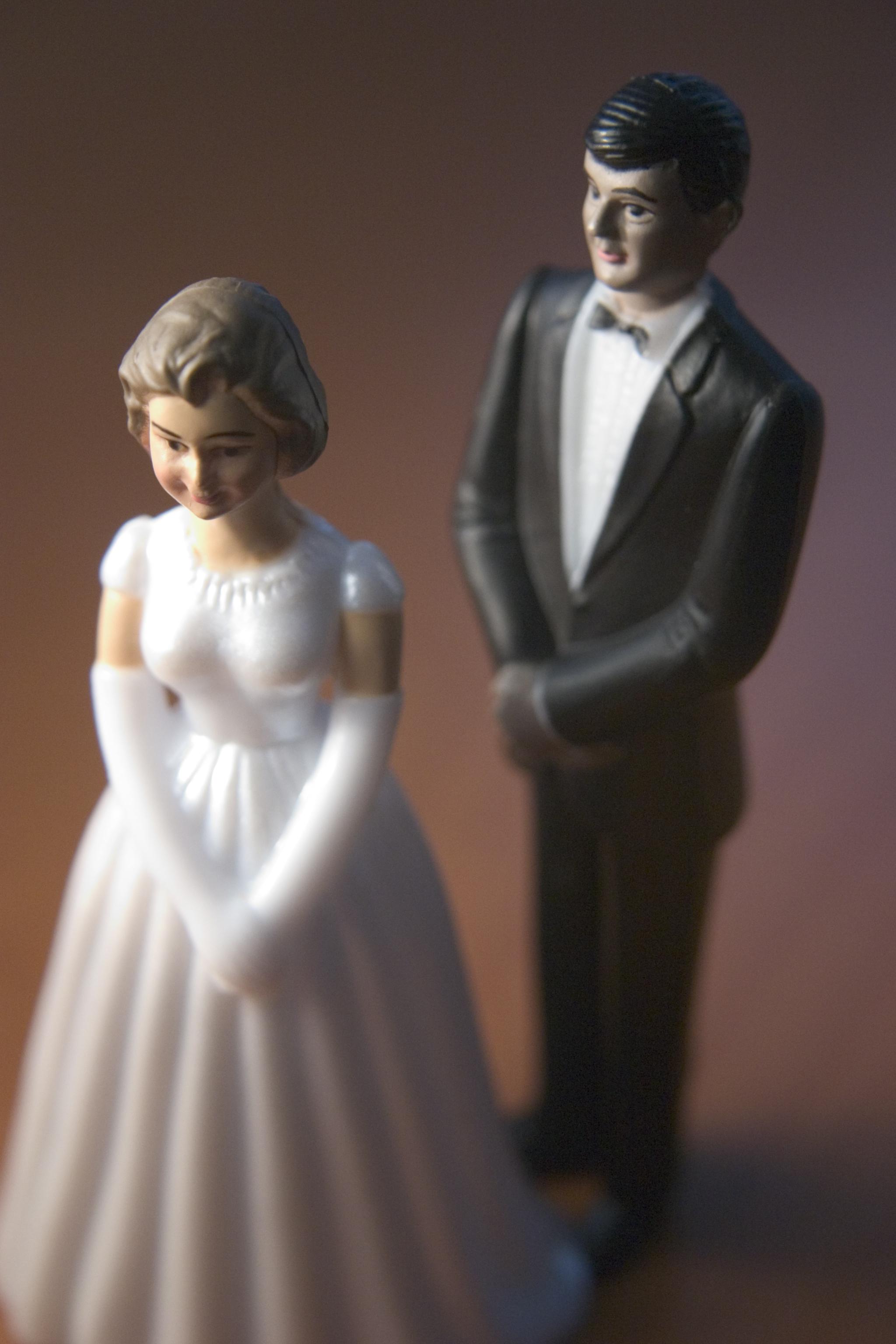 bride-and-groom-figurines-2-1313890