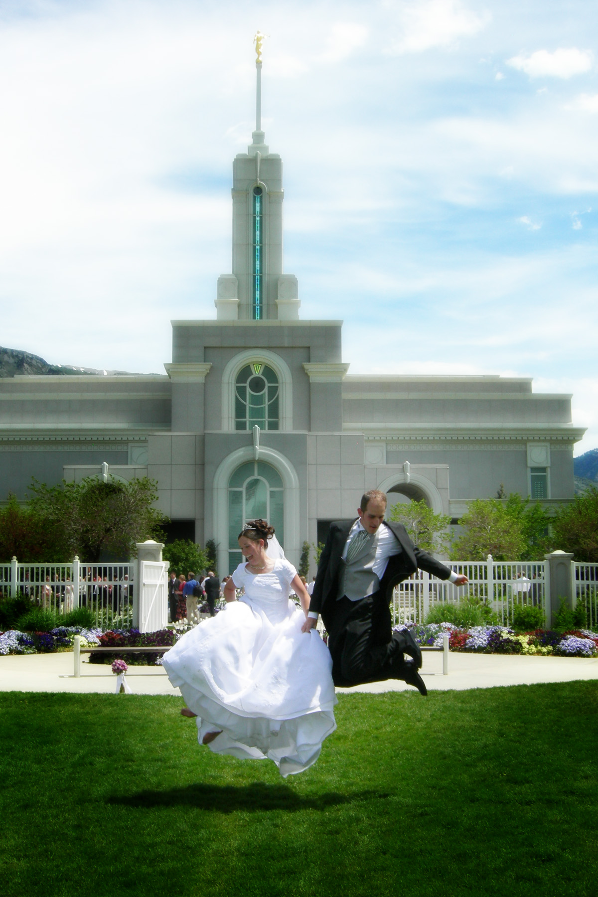 excited-newlyweds-1310040