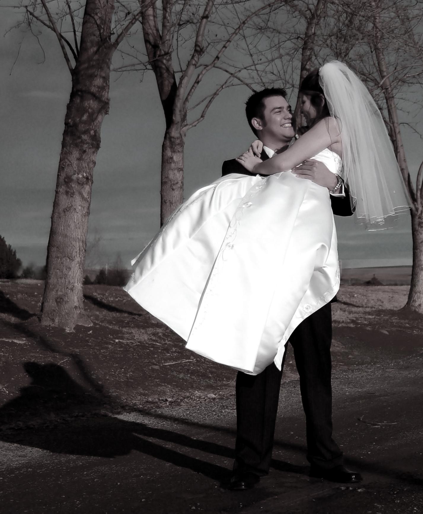 groom-carrying-bride-2-1312855